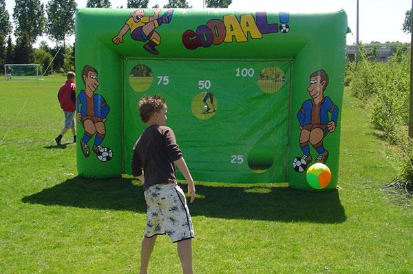 Sport spel 'Opblaas Goal' huren