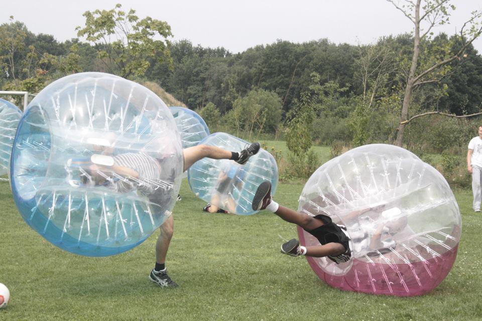 Sport spel 'Bubble Voetbal' huren