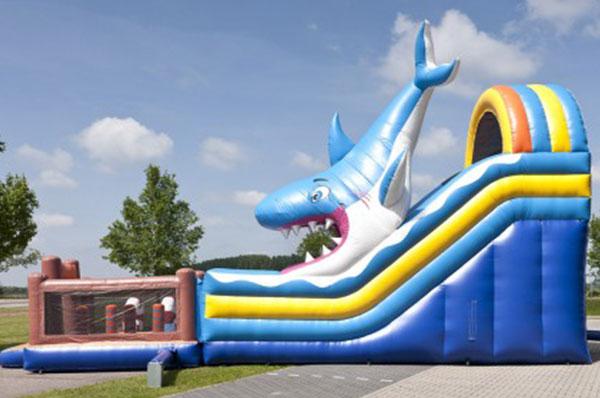 Springkussen 'Mega Shark Slide & Jump' huren