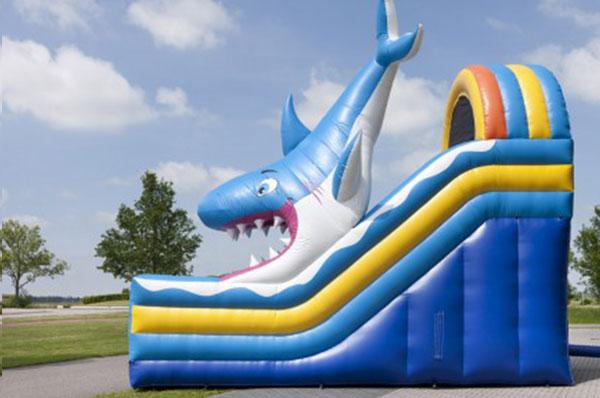 Springkussen 'Mega Shark Slide' huren